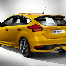 The petrol version uses the 2.0-liter EcoBoost engine with 247hp and 360Nm of torque