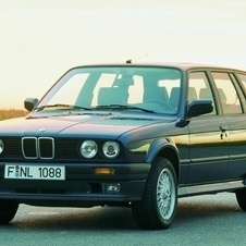 BMW 320i Touring Automatic