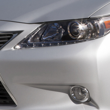 Lexus ES350 Flies into New York Motor Show