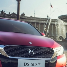 The DS 5LS R uses the already famous anodized crimson red paint with a matte metallic finish