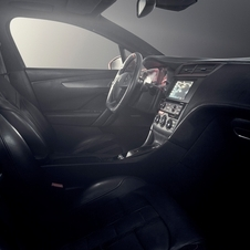 Inside, the new concept a leather and Alcantara lining with new upholstery and DS logos embossed
