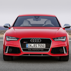 The new RS7 gets LED headlights as standard with a new design and moreover Matrix LED headlights become available as an optional