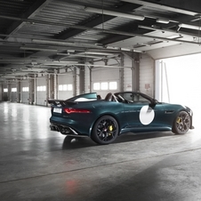 The engine takes the Project 7 to 100km/h in 3.9 segundos and to a limited top speed of 300km/h
