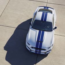 One major change in the GT350 compared to the Mustang is the front hood made of aluminum that surrounds the engine