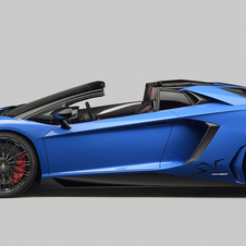 The Aventador Superveloce Roadster achieves a top speed above 350km/h