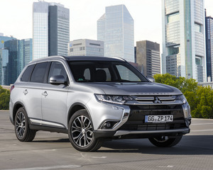Outlander 2WD 2.2 DI-D Instyle Navi