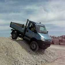 Iveco Daily 4x4 descending steep slope